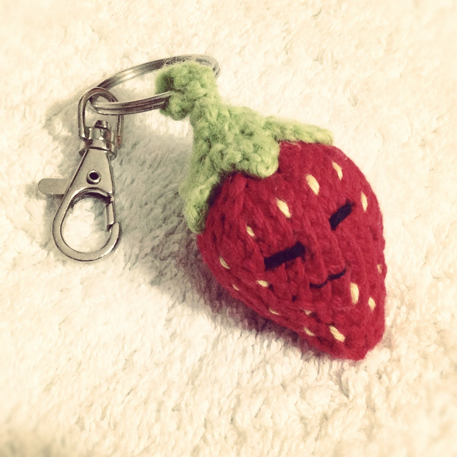 Free Knitting Patterns For Keyrings : Strawberry Keychain / Keyring Cute Free Knitting Patterns, Tutorials